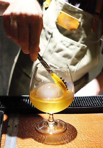 Locker and Loft DIY Cocktail Shake n Take garnish your drink