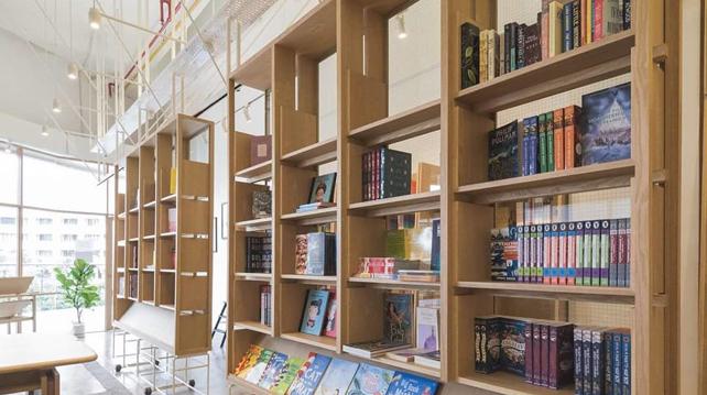 Lit Books Wunder Wall Design Tropicana Avenue