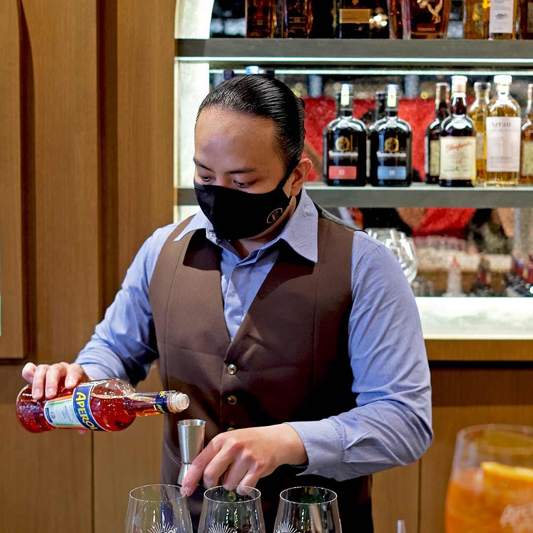 Roberto's Bar Manager, Ronald Raymond