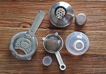 Basic strainers for home bar