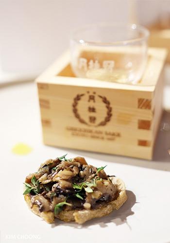 Mixed mushrooms bruschetta