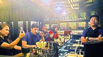 Bartenders-and-customers.jpg