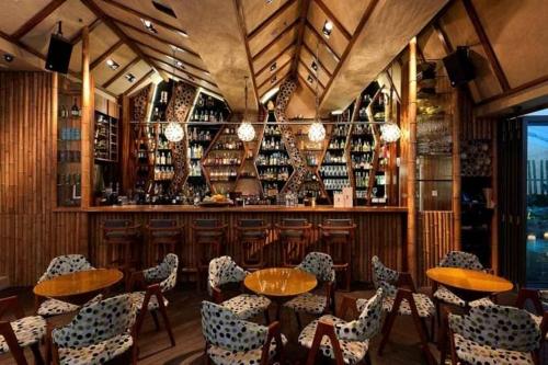 Honi_Honi_Tiki_Lounge.jpg